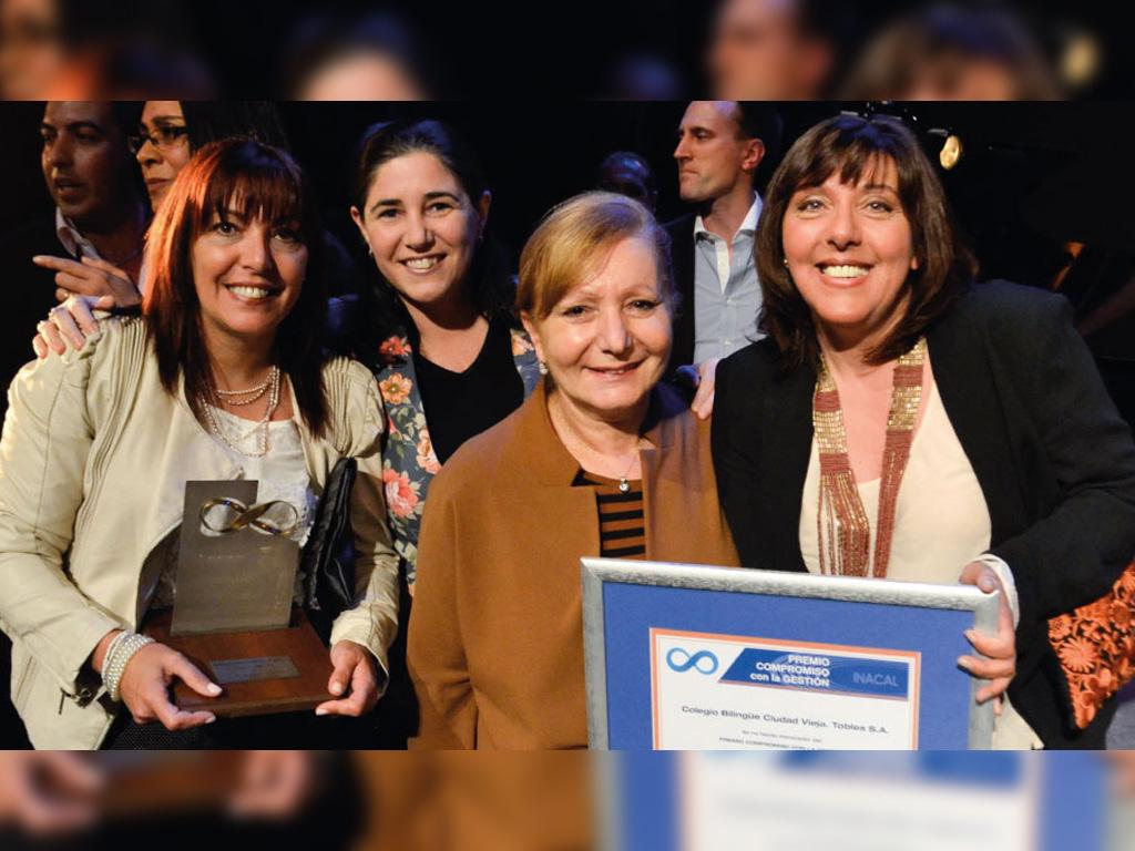 Tiberia & Asociados saluda a Colegio Bilingüe Ciudad Vieja por el premio compromiso con la Gestión (INACAL)
